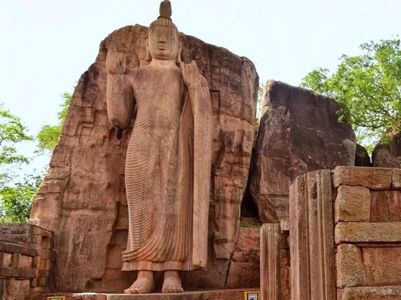 Aukana Buddha statue