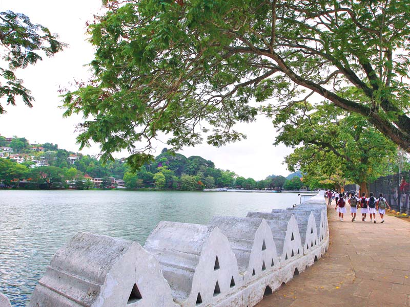 kandy lake round